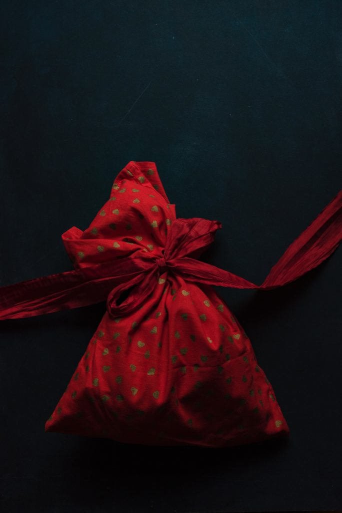 Deepen your Client Relationships with These Key Gift-Giving Strategies