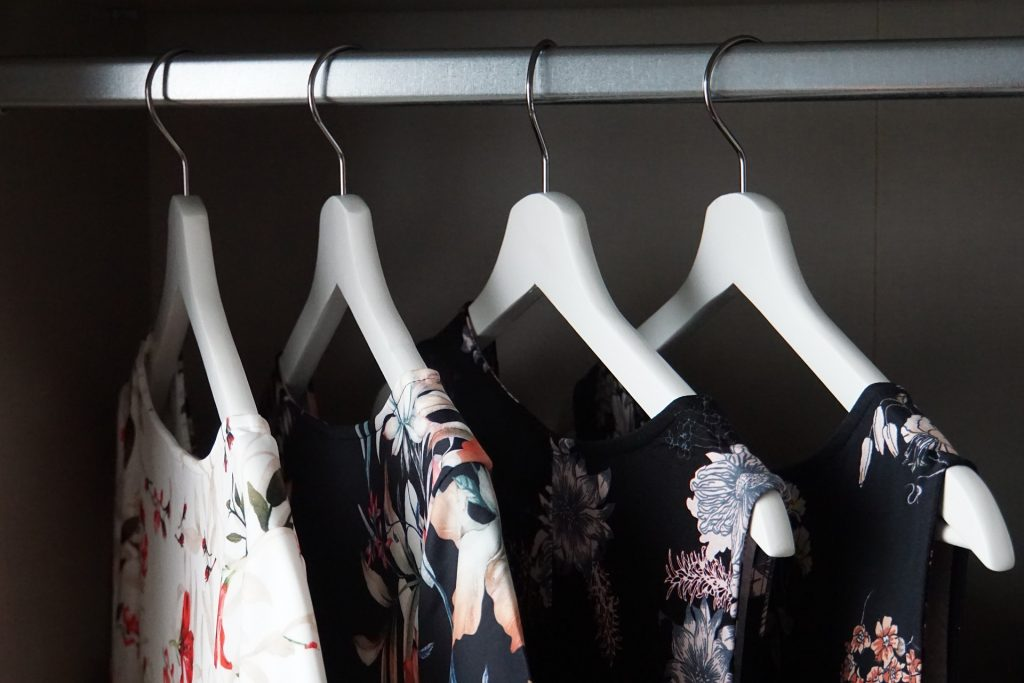 5 Points When Choosing Retail Clothing Racks Wholesale
